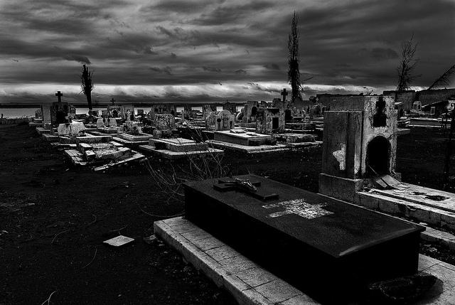 Imagenes De Sentirse Abandonado: El Cementerio Abandonado